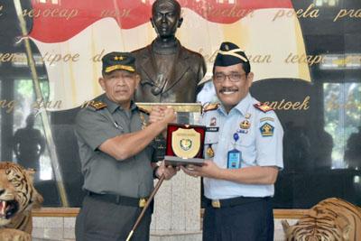 Jalin Sinergitas Pangdam IIISiliwangi Menerima Kunjungan Kakanwil Dan Para Kepala Divisi 1